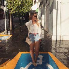 Esses dias eu queria ser feliz. Mas, diferente de muitos, eu queria ser ingênuo com a minha felicidade. Queria acreditar que ela é só isso mesmo. E ponto. Esquecer um pouco o dinheiro e os amores, as contas e os maus humores. Ficar ali conversando e, sem pen...  #vanessadeandrades #blogdemoda #fashion #moda #mood #verão #looksummer #moda #show #moda #blogbrasil #bloggers