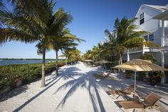 Owen plans a romantic weekend away with Chris at the Parrot Key Resort in Key West, Florida