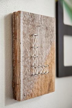 WOHN:PROJEKT - der Mama Tochter Blog für Interior, DIY, Dekoration und Kreatives : DIY: Fadenbild mit Initialen auf einer Altholz-Platte