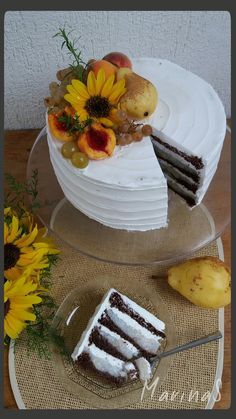 Već ime kazuje sve što treba da se zna o ovoj torti - sočna je i voćna , al dodaću ipak i lagana i fina. Po sastavu podse...