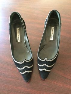 Manolo Blahnik 39 8.5 Neiman Marcus Anniversary Shoes Black And Gray #ManoloBlahnik #KittenHeels
