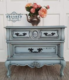 How to Blend on a Buffet - Dixie Belle Paint Company Painted Furniture Colors, Flipping Furniture, Furniture Diy, Furniture Rehab, Hand Painted Furniture, Painted Furniture, Furniture Inspiration, Redo Furniture, Refinishing Furniture