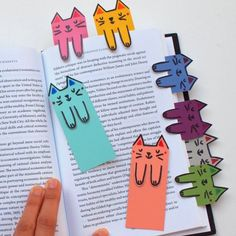 Cat and book lovers unite! These cute cat bookmarks are colorful, fun, and free … Cat and book lovers unite! These cute cat bookmarks are colorful, fun, and free to make! Kids Crafts, Cat Crafts, Diy And Crafts, Craft Projects, Arts And Crafts, Paper Crafts, Craft Ideas, Fun Easy Crafts, Easy Diy Gifts