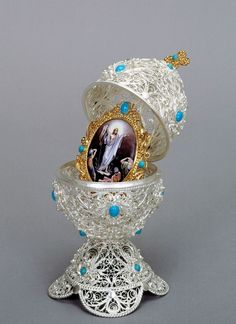 A Faberge Egg from the Kremlin Museum collection in Moscow, Russia, March The eggs were first designed in 1884 by the artist Peter Carl Faberge who gave one to a Russian czar who then gave it. Fabrege Eggs, Faberge Jewelry, Egg Art, Easter Gift, Easter Crafts, Easter Party, Easter Decor, Easter Ideas, Saint Petersburg