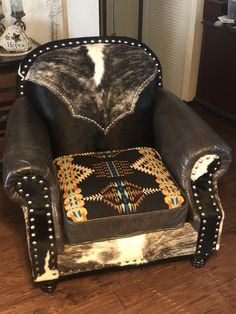 Western Furniture Online Westernbedroomideas - Western Home Decor Living Room Cowhide Furniture, Rustic Bedroom Furniture, Western Furniture, Furniture Decor, Cabin Furniture, Rustic Bedrooms, Cowhide Decor, Western Bedrooms, Furniture Design