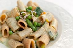 rigatoni with herbed ricotta and green veggies
