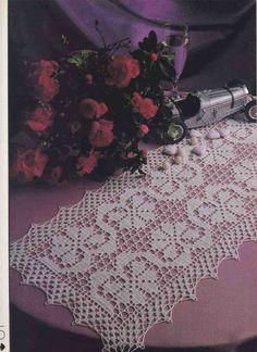 Flower Walk - Filet crochet table runner - Pattern: http://www.pinterest.com/pin/374291419005220106/