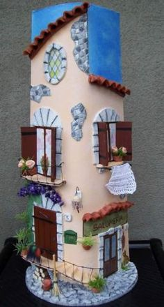 tegola casa rosa con salumeria Diy Clay, Clay Crafts, Arts And Crafts, Toad House, Wine Bottle Covers, Clay Paint, Ceramic Houses, Decorative Tile, Polymer Clay Art