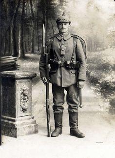 Studio portrait of a fully equipped Bavarian infantryman / EB50 bayonet, via Flickr.