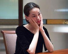 インタビューに応える市川実日子さん。映画「シン・ゴジラ」ではほぼすっぴんだったという。「メイクの時間は男性と変わらないぐらいで、(撮影の)入り時間がゆっくりでうれしかった」=東京・新宿、篠田英美撮影