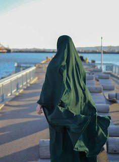 Arab Girls Hijab, Muslim Girls, Muslim Couples, Muslim Women, Mode Niqab, Mode Abaya, Muslim Hijab, Muslim Dress, Hijabi Girl
