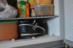 Vos chaussures neuves vous font souffrir ? Enfermez-les au congélateur ! noté 5 - 1 vote La période des soldes approche bientôt et vous aurez sans doute envie de vous procurer de nouvelles chaussures. Cette fois, nous n'aurez pas à souffrir et pourrez les porter confortablement presque aussitôt en suivant une astuce… gelée! Matériel: Un …