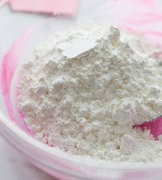 Make this super soft, no cook, cloud dough recipe! Only 2 main ingredients are needed - cornstarch and lotion. This homemade dough is really easy to make! Diy Crafts For Girls, Fun Diy Crafts, Craft Projects For Kids, Craft Activities For Kids, Baby Crafts, Toddler Crafts, Toddler Games, Indoor Activities, Family Activities