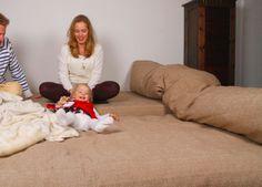 Individuell gefertigte Schlafcouch von ADAM PILLOWS