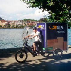 Ab sofort setzt GLS Germany für die Paketzustellung in der Konstanzer Innenstadt regulär ein Musketier ein. Der Fahrer bedient sich dazu aus einem Mikro-Depot.