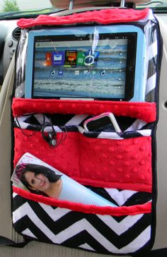 This is a IPad or tablet holder, organizer for teens and children which hangs securly on the back of the car seat by on Etsy Sewing Hacks, Sewing Tutorials, Sewing Projects, Sewing Crafts, Sewing Diy, Tablet Holder For Car, Travel Car Seat, Diy Car, Ipad Tablet