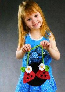 Fancy bag for girls (красивая сумочка для девочки в виде божьей коровки). Описание вязания тут: http://vyazanie-sumki.ru/vyazanaya-sumochka-dlya-devochki-v-vide-bozhejj-korovki-kryuchok/