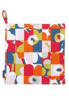 Mini Ruutu-Unikko pot holder by Marimekko. Textile Design, Fabric Design, Marimekko Fabric, Batik Prints, Buy Rugs, Art Themes, Nordic Design, Rugs Online, Wool Rug
