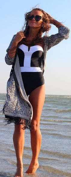 Just in time for bikini season, shop the best swimsuits for only $13.50. Looking for affordable places to shop for cozy and stylish fashion? Romwe.com has picked amazing items up for your beach trip.