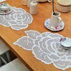Çok Sipariş Alan 44 Muhteşem Dantel Modelleri Crochet Tablecloth Pattern, Crochet Placemats, Crochet Doilies, Crochet Lace, Crochet Patterns, Diy Crochet Flowers, Crochet Cord, Filet Crochet Charts, Fillet Crochet