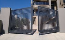 Automated Swinging Gates - Tips to Install Automated Swinging Gates for Home - Image 1 Steel Gate Design, Front Gate Design, Main Gate Design, Door Gate Design, House Gate Design, Gate For Home, House Front Gate, Bg Design, Window Grill Design