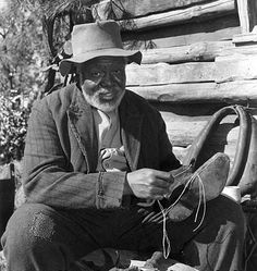 James Baskett playing Uncle Remus in Song of the South. He's my favorite. Walt Disney, Disney Art, Disney Live, Disney Songs, Best Disney Movies, Movie Q, Movie Photo, Uncle Remus, Bedknobs And Broomsticks