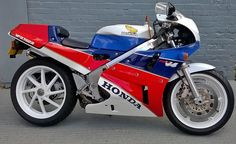 Honda RC30 - showing the new RCV-RS how bikes should be styled.