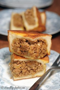 Roti Babi is a Penang Peranakan dish which I have been quite curious about since I read the recipe in Debbie Teoh's book. Bread slices coated generously with an egg batter reminds me much of tradi...
