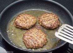 Hjemmelagde Karbonader | Gladkokken Scandinavian Food, Grill Pan, Grilling, Food And Drink, Baking, Ethnic Recipes, Kitchen, God, Griddle Pan