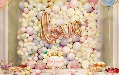 Organic balloon wall by Airaffaire