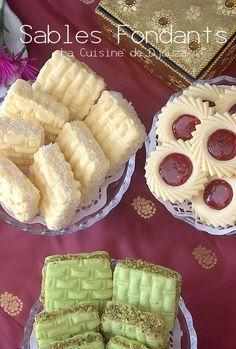 Sablés fondants à la poudre de flan Flan, Pastry Recipes, Cookie Recipes, Eid Sweets, Teriyaki Stir Fry, Arabic Food, Shortbread Cookies, Relleno, Caramel Apples
