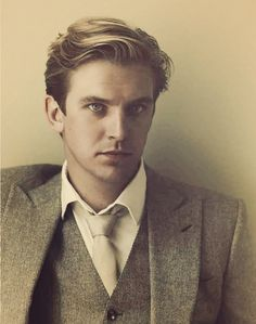 Confession time. I have a huge crush on Matthew Crawley