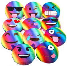 emoji emojicon tie dye pillows are very comfortable and awesome pillows! Great for all occassions! Cool Emoji, Emoji Love, Funny Emoji, Cute Pillows, Diy Pillows, Throw Pillows, Emoji Mignon, Emoji Bedroom, Smiley Emoji