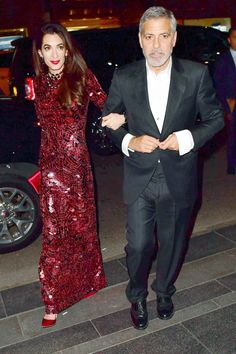 Amal Clooney Changed Met Gala Gowns for Fear Dress Would Rip – Entertainment News Gala Gowns, Gala Dresses, Suit Fashion, Girl Fashion, Fashion Ideas, Fashion Trends, Alma Clooney, Arab Girls, Haute Couture Fashion