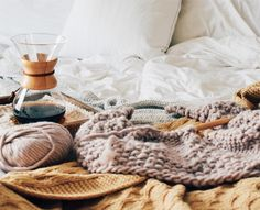 "461 mentions J'aime, 6 commentaires - lindsay \ bundle handmade (@bundlehandmade) sur Instagram : ""Nothing beats cozy mornings in bed with knitting & coffee. ☕️➰ Thank you all for the well wishes on…"""