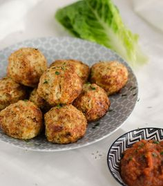 Cheesy cauliflower-mozzarella-balls. Delicious and easy to prepare. Recipe in…