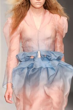 Blush pink and blue so pretty ombre fade Corrie Nielsen Spring / Summer 2013 - London fashion week (LFW) runway   seconda parte della collezione    dal blog ♛ coolchicstylefashion ♛ : http://coolechicstylefashion.blogspot.it/2012/10/corrie-nielsen-spring-summer-2013_17.html
