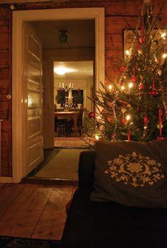 love the pillow! Swedish Christmas, Cozy Christmas, Scandinavian Christmas, All Things Christmas, Christmas Lights, Christmas Crafts, Christmas Decorations, Xmas, Scandinavian Cottage