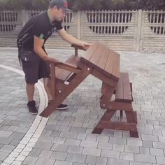 This foldingbench diyproject was build by a woodworker from the usa ! ↪️SEE MORE↩️ How to Build a foldingbench diyprojects from wood with woodworking plans! woodworkingprojects woodworkingplans High End Shelving On A Diy Furniture Videos, Diy Furniture Table, Diy Furniture Plans, Diy Furniture Projects, Folding Furniture, Picnic Table Plans, Carpentry Projects, Backyard Playground, Diy Bench