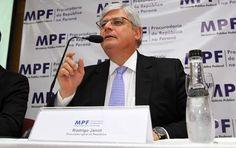 O procurador-geral da República, Rodrigo Janot, dá entrevista para falar sobre a Lava Jato, em Curitiba