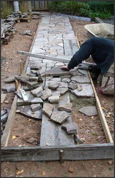 Garden Design yard garden paths lead our eye by means of a backyard, and add charm and focus as well. Each backyard needs a path Stone Garden Paths, Garden Stones, Stone Paths, Stone Road, Diy Jardin, Small Yard Landscaping, Garden Care, Shade Garden, Walkway