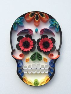 """Mexican Calaveras, the famous """"Sugar Skull"""" of the Day of the Dead on quilling to celebrate this beautiful mexican tradition. Quilled Paper Art, Paper Quilling Designs, Quilling Paper Craft, Quilling Patterns, Paper Crafts, Henna Patterns, Mexican Crafts, Mexican Art, Origami"""