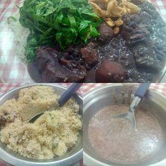 Um lugar pra comer bem, uma comida saborosa, o preço é justo, difícil achar algum ponto negativo em qualquer coisa.  #almoco #comida #restaurante #ComidaCaseira #feijoada #feijao #arroz #couve #torresmo #farofa #MolhoPaimentado #carne #porco #costelinha #CarneSeca #bacon #linguica #paio #calabresa #XinGourmet #RestauranteDaMaria #food #lunch #restaurant #beans #rice #meat  Feijoada - R$20 em Restaurante DA MARIA.