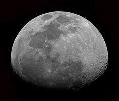 La Luna es el único satélite natural de la Tierra. Lleva miles de millones de años dando vueltas a su alrededor, y su presencia se ha dejado sentir en nuestra cultura. En muchas de ellas, ha sido vista como una deidad de los cielos... #astronomia #ciencia