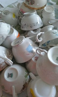 You've probably never seen anyone do this on their front door before! What a cute way to display tea cups!