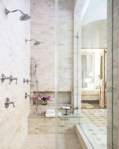 Raise your hand if you're dreaming of a long, uninterrupted shower 🙋🏻‍♀️// #MFIMoments #TheBeautyofHome
