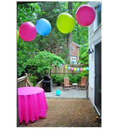 """Los globos son ideales para la decoración de tus fiestas infantiles porque además de aportar mucha festividad, te permiten decorar de una manera creativa y muy divertida. Hoy les dejamos un tutorial de cómo hacer una """"Guirnalda hecha con globos"""", sin duda, una guirnalda fácil de hacer, la que te tomará poco tiempo y podrás…"""