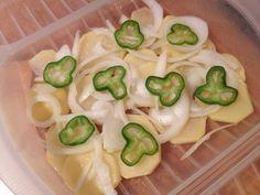 Patatas a lo pobre en estuche de vapor Lékué - Cocina Natural, Bon Appetit, Zucchini, Stuffed Peppers, Vegetables, Healthy, Food, Tupperware, Gastronomia