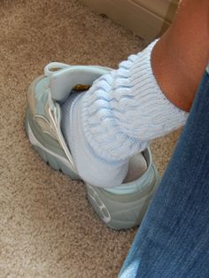 Sexy Socks, Socks And Heels, Converse Shoes, Sneakers Nike, Clogs, Buffalo Boots, Slouch Socks, Frilly Socks, Women's Feet