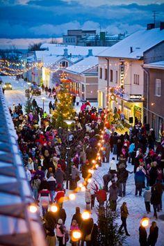 The Pedestrian Street, Vuorikatu, in Hanko Finland. How can we transform our streets to be multi-seasonal? Helsinki, Finland Culture, Finland Travel, Winter Christmas, Holiday, Winter Travel, Winter Scenes, Winter Wonderland, Alaska
